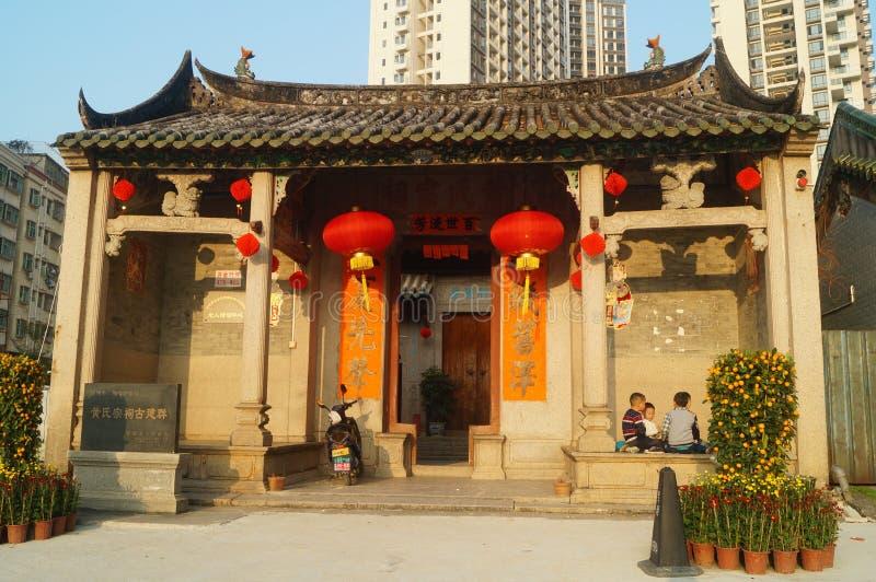 Jogo de crianças chinês no salão ancestral das construções históricas fotografia de stock royalty free
