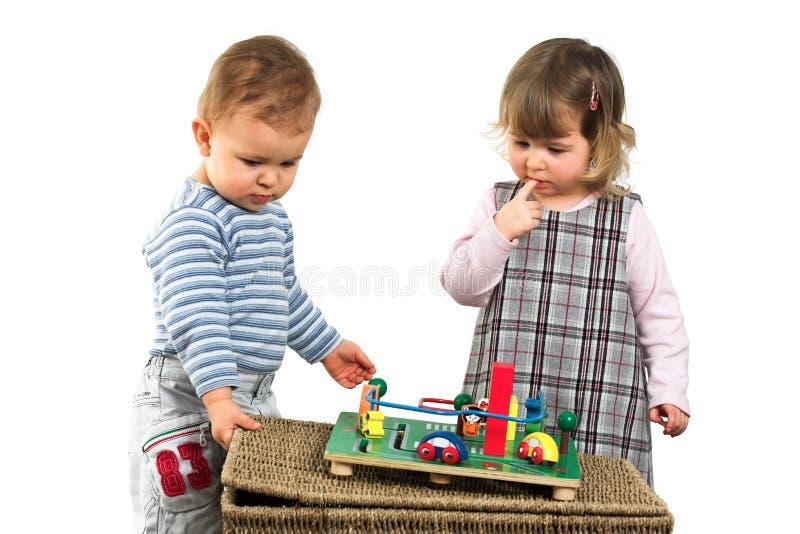 Jogo de crianças junto fotos de stock royalty free