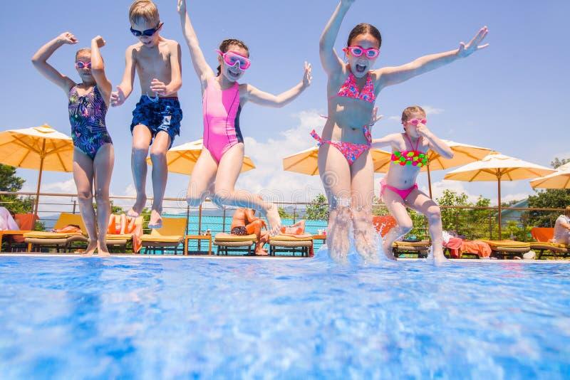 Jogo de crianças na associação imagens de stock royalty free