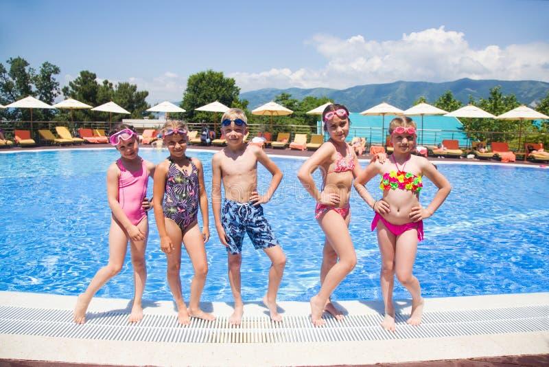 Jogo de crianças na associação no recurso fotos de stock royalty free