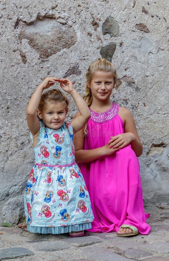 Jogo de duas meninas fotografia de stock
