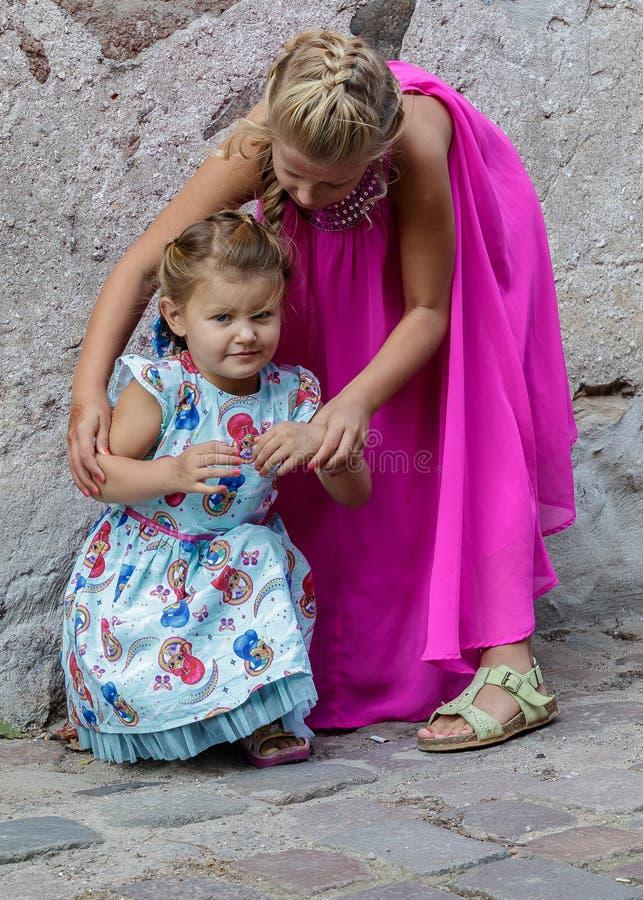 Jogo de duas meninas imagens de stock royalty free