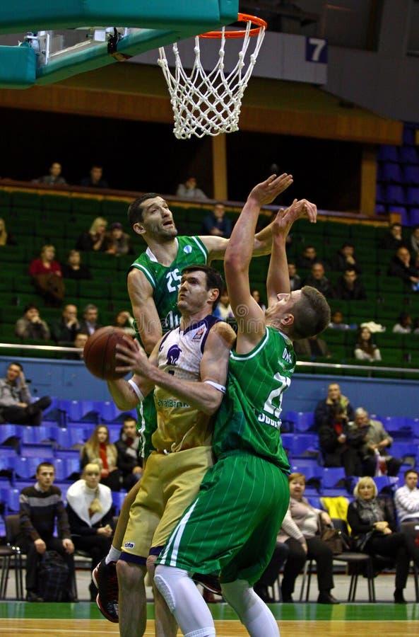 Jogo de EuroCup do basquetebol entre Budivelnik Kyiv e união Olimpi fotografia de stock royalty free