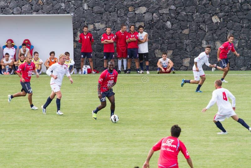 Download Jogo de futebol foto editorial. Imagem de soccer, jogadores - 26500521