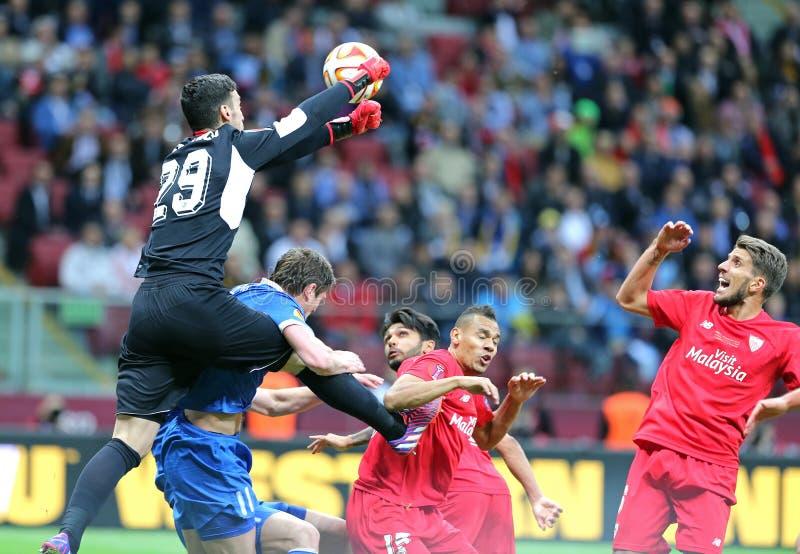 Jogo de futebol final Dnipro da liga do Europa do UEFA contra Sevilha fotos de stock royalty free