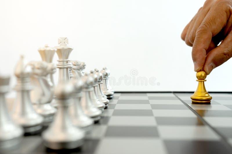 jogo de mesa da prata e do ouro da xadrez fotos de stock royalty free