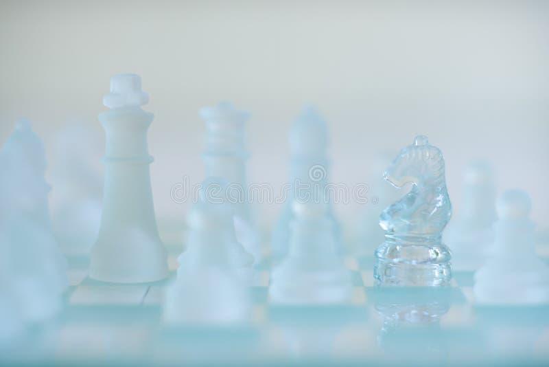 Jogo de mesa da xadrez, conceito competitivo do negócio foto de stock