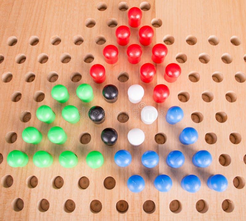 Jogo de mesa de madeira dos verificadores chineses foto de stock