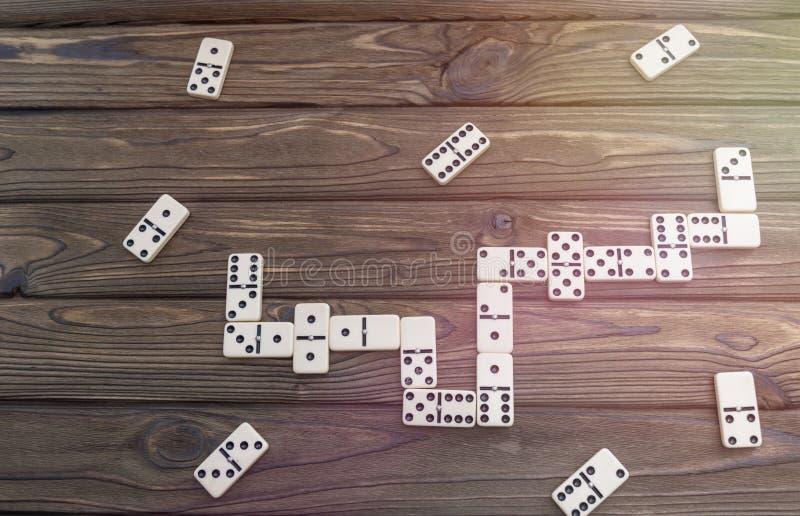Jogo de mesa do dominó imagens de stock