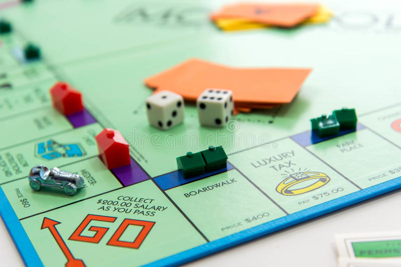 Jogo de mesa do monopólio no jogo imagem de stock royalty free