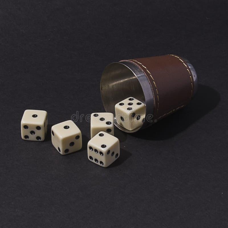 Jogo de mesa de jogo para a empresa dos dados fotografia de stock royalty free