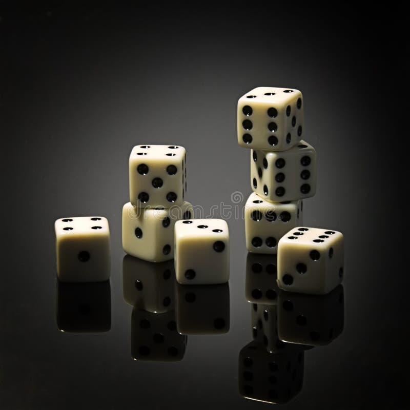 Jogo de mesa de jogo para a empresa dos dados foto de stock