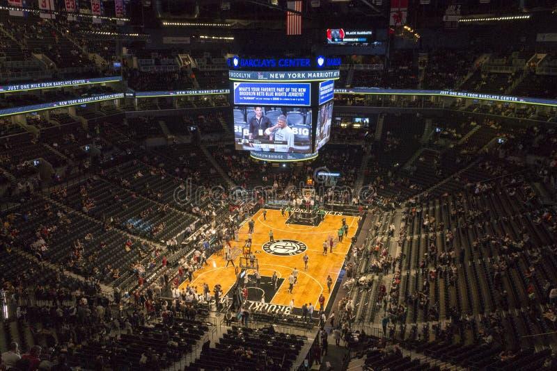 Jogo de NBA no centro de Barclays foto de stock
