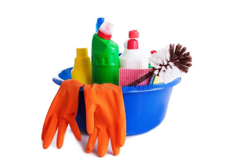Jogo de produtos e de ferramentas de limpeza imagens de stock royalty free