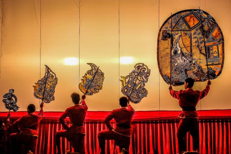 Jogo de sombra grande da mostra pública, Ratchaburi, Tailândia imagens de stock