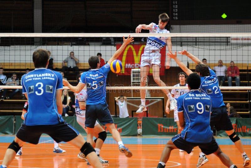 Download Jogo De Voleibol De Kaposvar - De Innsbruck Imagem Editorial - Imagem de ação, público: 16868330