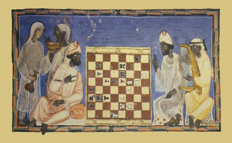 Jogo de xadrez de descrição diminuto com jogadores dos moslims foto de stock