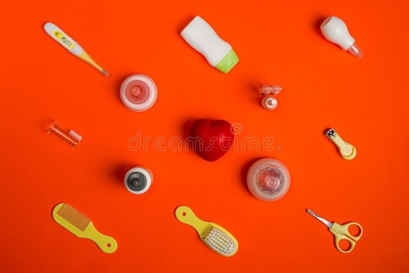 Jogo do cuidado do bebê e gel do chuveiro com espaço vazio para o logotipo, configuração lisa fotografia de stock