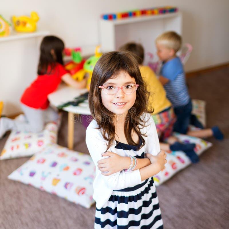 Jogo do divertimento no jardim de infância fotos de stock