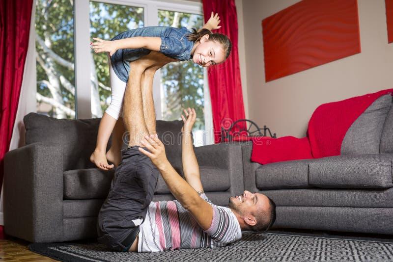 Jogo do pai e da filha fotos de stock