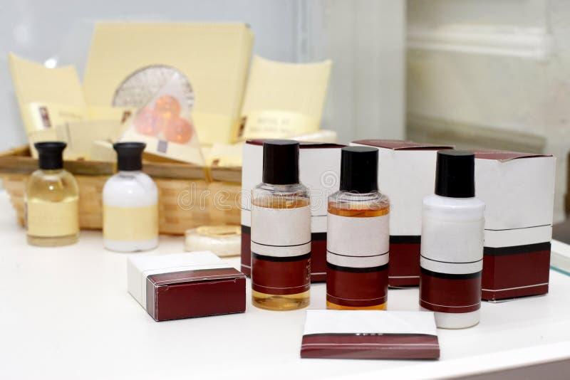 Jogo dos cosméticos do hotel imagens de stock royalty free