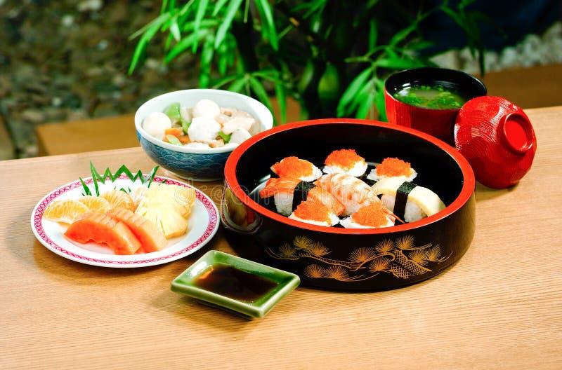 Jogo japonês do bento do sushi foto de stock
