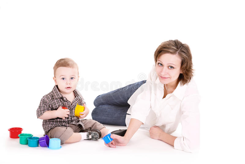 Jogos do Mum com o filho pequeno. fotos de stock