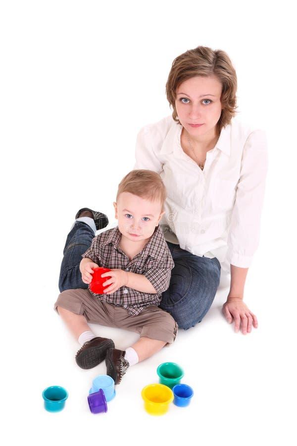 Jogos do Mum com o filho pequeno. imagem de stock royalty free