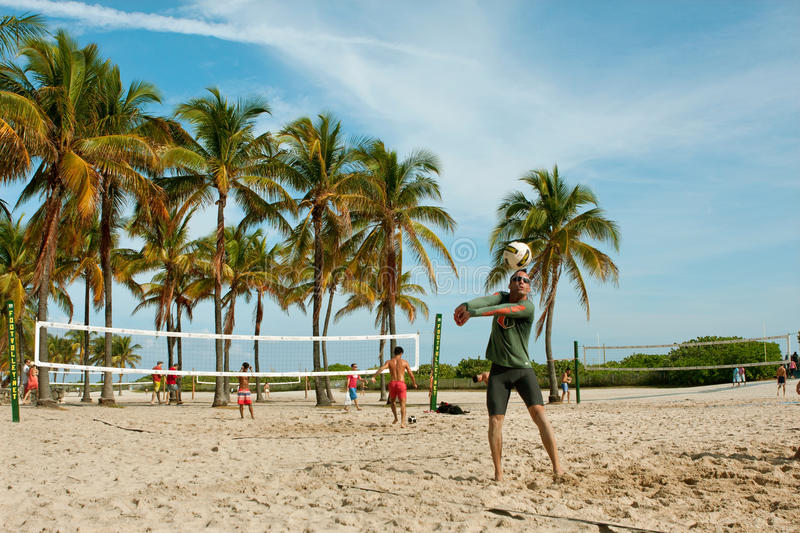 Jogos do recolhimento do jogo dos povos do voleibol de praia em Miami fotografia de stock
