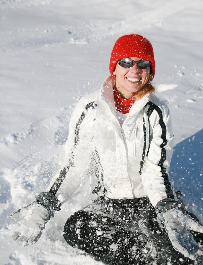 Jogos felizes da mulher com neve fotografia de stock royalty free
