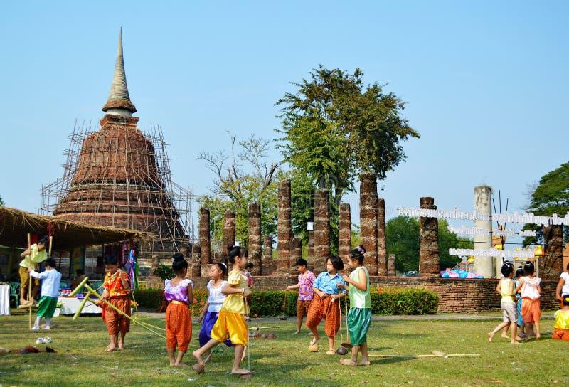 Jogos populares das crianças tailandesas fotos de stock royalty free
