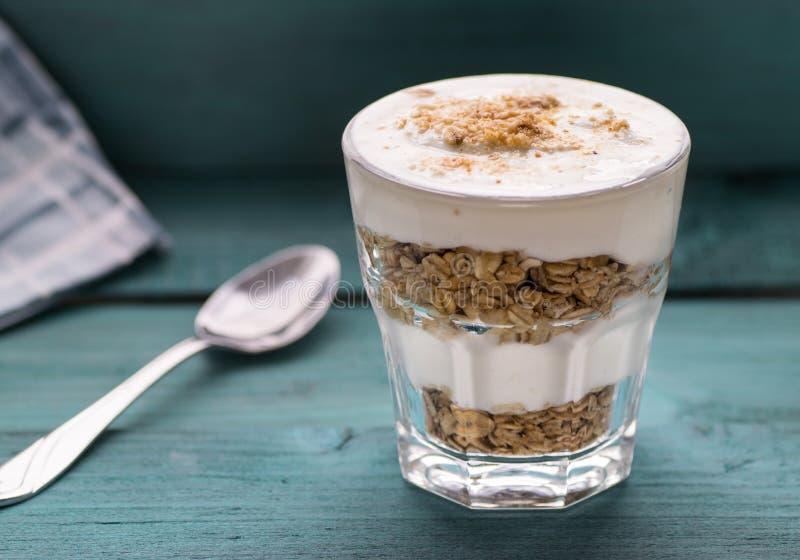 Jogurt-Parfait lizenzfreies stockbild