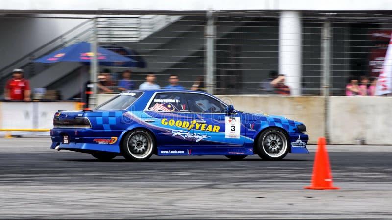 Download Johan Que Deriva Durante A Tração Singapore Da Fórmula Fotografia Editorial - Imagem de turbo, raça: 10054352