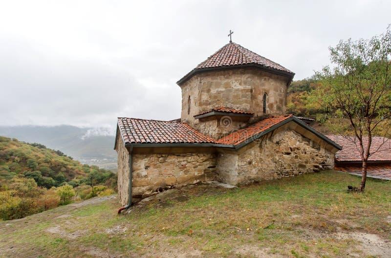 Johannes die orthodoxe Kirche des Baptisten, in komplexem Shio-Mgvimekloster, errichtet im 6. Jahrhundert in Mtskheta, Georgia lizenzfreie stockfotografie