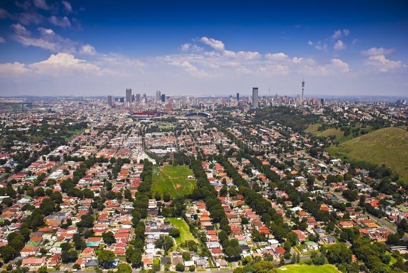Johannesburg Ost mit CBD im Hintergrund lizenzfreie stockfotos