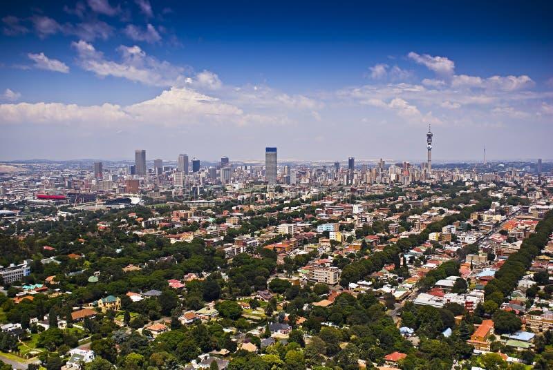 Johannesburg Ost mit CBD im Hintergrund lizenzfreies stockbild