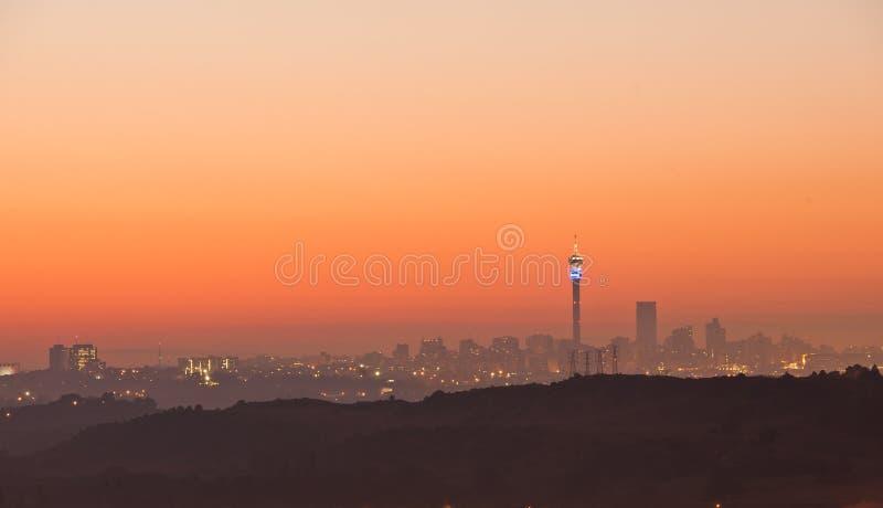 Johannesburg-Sonnenaufgangskyline Südafrika stockbilder
