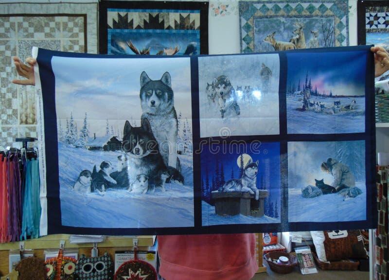 John Beargrease 2018 är på, och det avslutade hörnet bär tyger för slädehund royaltyfri foto
