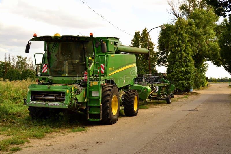 John Deere Harvester na farmie fotografia stock