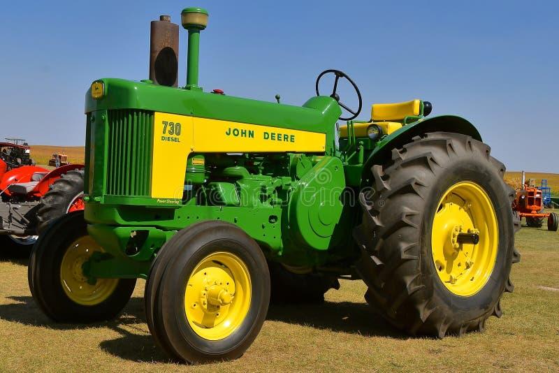 John Deere herstelde Diesel 730 tractor royalty-vrije stock afbeelding