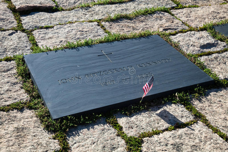 John F Kennedy Gravestone bei Washington Memorial, Arlington Ceme lizenzfreie stockfotos