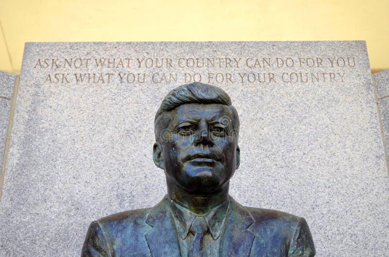 John F Kennedy Memorial på Kennedy Plaza arkivfoton