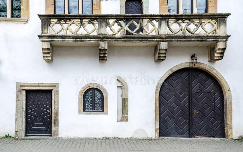 John fasaden för hus för murare` s i Bistrita, Rumänien royaltyfria foton