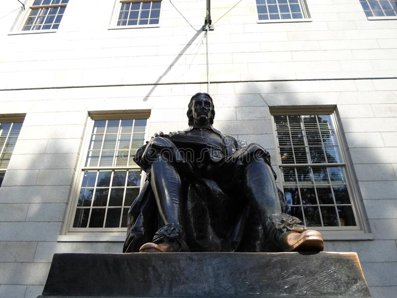 John Harvard Statue, Harvard-Yard, Universität Harvard, Cambridge, Massachusetts, USA lizenzfreie stockbilder