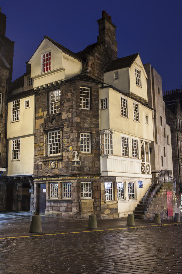John Knox House i Edinburg arkivbilder