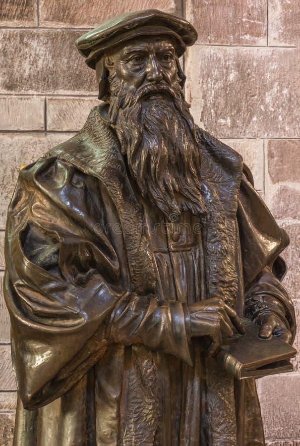John Knox-standbeeld bij St Giles Cathedral, Edinburgh, Schotland, het UK stock foto's