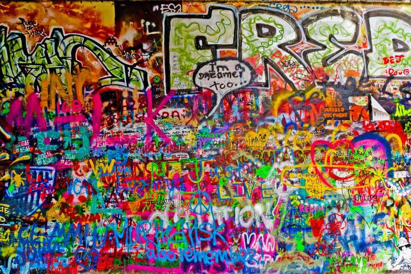 John Lennon Graffiti Wall på den Kampa ön i Prague royaltyfri bild