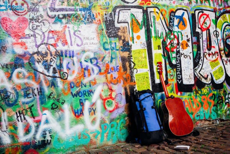 John Lennon muur in Praag stock foto's