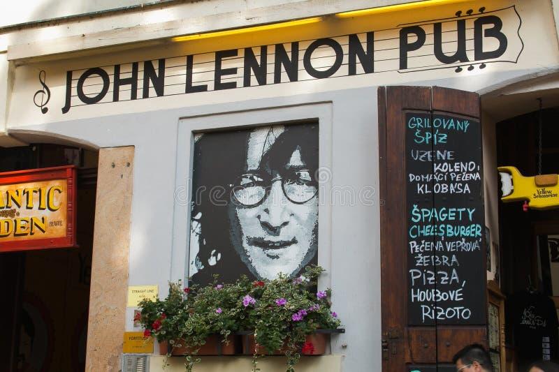 John Lennon Pub in het centrum van Praag royalty-vrije stock foto