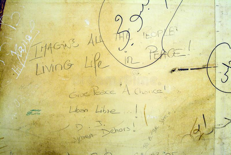 John Lennon ` s słowa używać w graffiti protestują przeciw Syrii zdjęcia stock